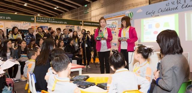 【花絮】學與教博覽2015:「未來幼稚園教室」數碼視藝示範教學 相片由「HKT 香港電訊」提供。 [按入瀏覽]